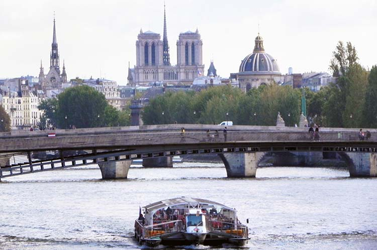 Eiffel Tower Dinner Seine river Cruise